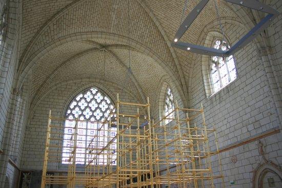 Château d'Angers : non ce n'est pas un simple echafaudage mais une oeuvre d'art ...Lol