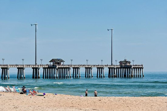 Dolphin Oceanfront Motel: View of Jennettes Fishing Pier