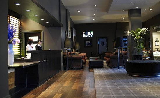 Village Hotel Leeds South: Lobby