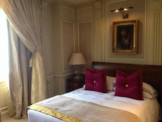 Hotel Principe Di Savoia: Room with king bed