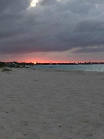 Treasure Cay Beach, Marina & Golf Resort : sunset from Coco's