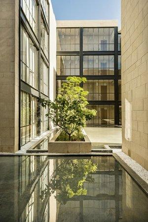 Hotel Sahrai: Water Basin