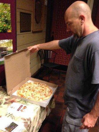 Hocking Hills Dining Lodge : YUM PIZZA
