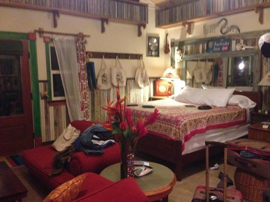 Hanalei Surfboard House: SUPER comfy king size bed!