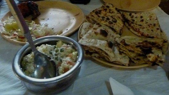 Priya Restaurant : El mix de nan estaba excelente
