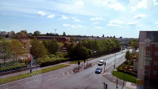 Travelodge Stratford Upon Avon: View from the 3rd Floor Corridor to Retail Park