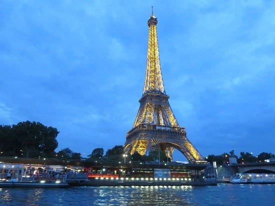 Crowne Plaza Paris Republique : River Cruise in the evening