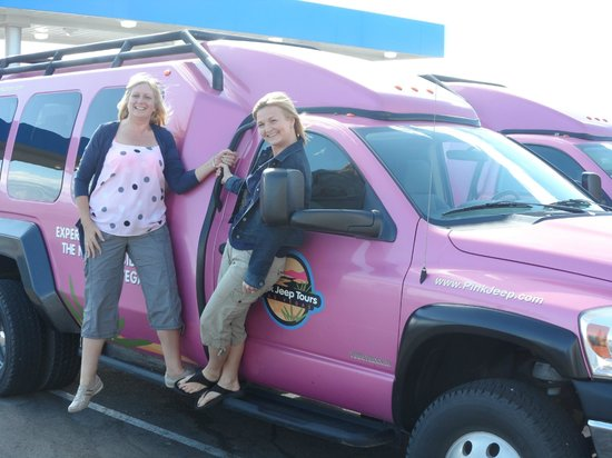 Pink Jeep Tours Las Vegas : The girls hanging out on the Pink Jeep