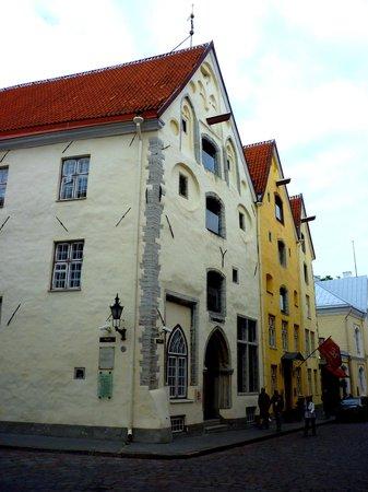Gotthard Residents: The buildings opposite the hotel in Pikk