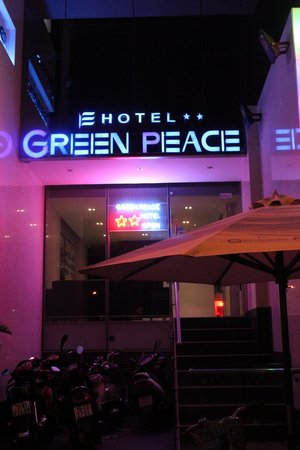 Green Peace Hotel : entrance