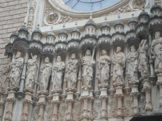 Montserrat Monastery : Монастырь