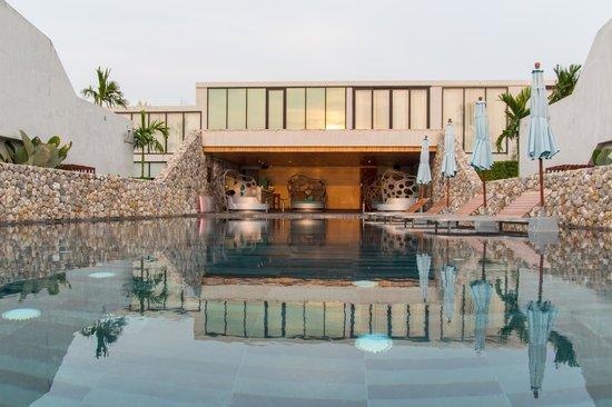 Casa de La Flora: Der Pool für alle Hotelgäste.