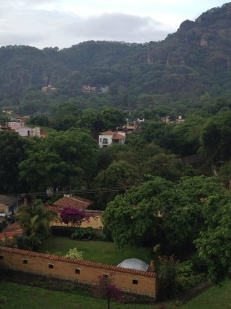 Posada Del Tepozteco : View to the right of the room from large windows