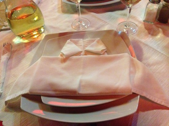 Red Dragon Pefkos: Stylish napkins