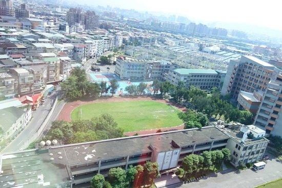 Park City Hotel-Luzhou Taipei: 窗外景觀