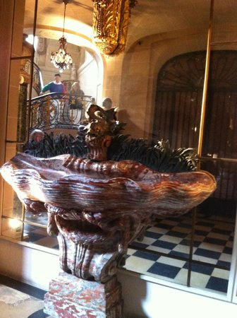 Musée Nissim de Camondo : Unusual fountain