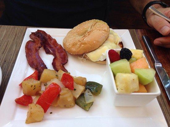 Bar Esquina Los Cabos : Breakfast sandwich.