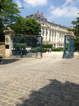Trianon Palace Versailles, A Waldorf Astoria Hotel: Entry Gates