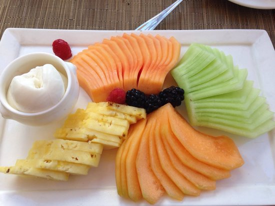 Bar Esquina Los Cabos : Fruit platter with frozen sweet cream.