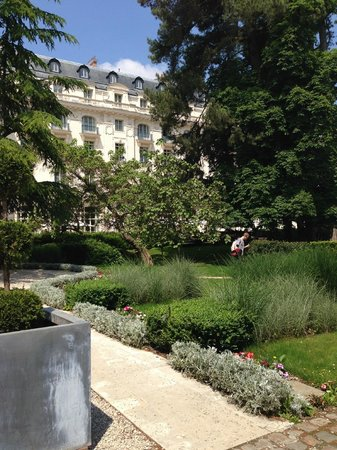 Trianon Palace Versailles, A Waldorf Astoria Hotel : Grounds