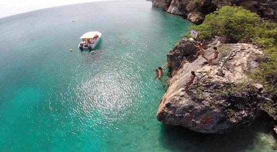 CaptainJo Boat Charter : rock jumping