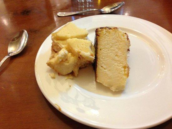 La Vina : HUGE portion of the amazing cheesecake