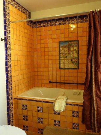La Posada Hotel : La Posada  -- Room 240 bath