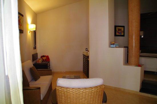 Bavaro Princess All Suites Resort, Spa & Casino: зона кухни в номере