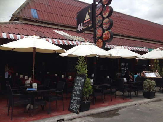 Danny's Bar Restaurant 44: Welcome to 44