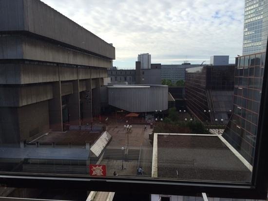 Copthorne Hotel Birmingham: View from room, noisy bar just to the left at the top of the steps.