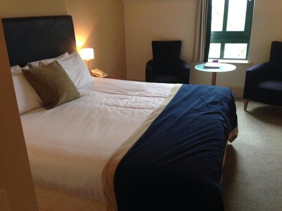 Aldwark Manor Golf & Spa Hotel: King size room