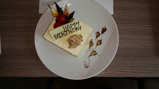 Novotel Bangkok Platinum Pratunam: Birthday cake gifted by novotel platinum