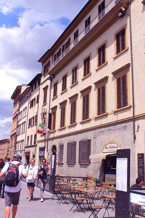 Domus Florentiae Hotel : Front of hotel