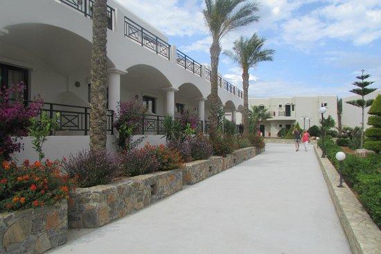 Ostria Resort & Spa : allées dans l'hotel