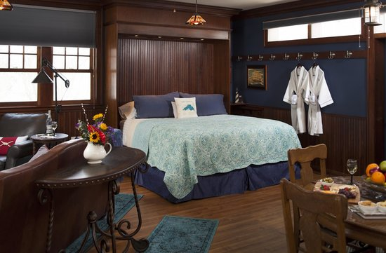A G Thomson House Bed and Breakfast: Lake Superior Suite