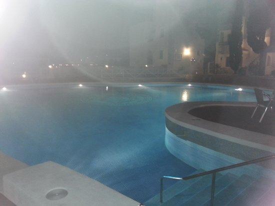 Holiday Park Apartments: pool at night