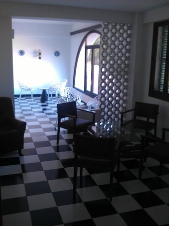 azuLine Hotel Galfi: sala