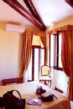 Hotel Scandinavia: Our room