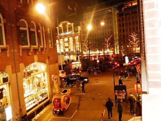 Rho Hotel: vista dalla nostra camera...ECCELLENTE....su Piazza Dam