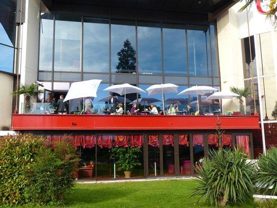 Casino de Montreux : Terrasse Saxo Bar depuis l'extérieur