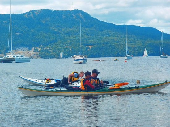 Pacifica Paddle Sports Day Tours : rescue and assisted rescue lessons, Brentwood Bay, BC