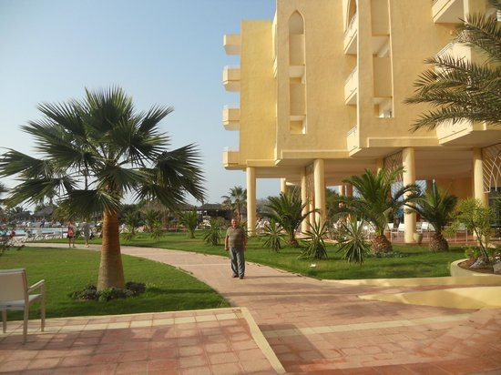 smartline Skanes Serail : widok na hotel od strony ogrodu