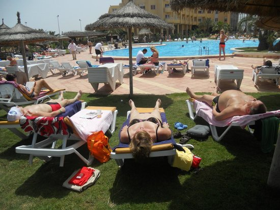 smartline Skanes Serail : leżakowanie przy basenie