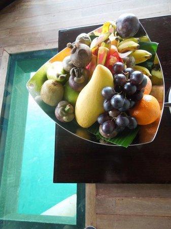 JA Manafaru : fresh fruit in the room made my wife happy