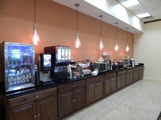 Best Western Plus Augusta Civic Center Inn: Breakfast Bar