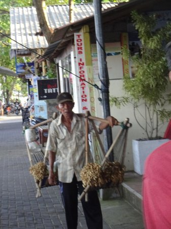 Sanur Beach: Local Working