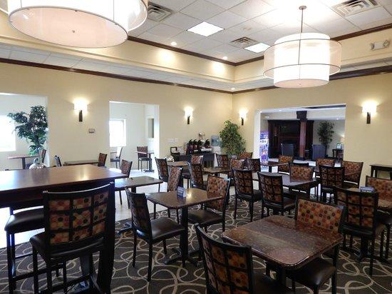 BEST WESTERN PLUS Augusta Civic Center Inn: Complimentary Breakfast