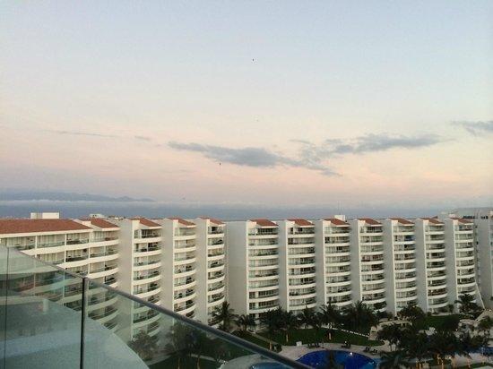 Dreams Villamagna Nuevo Vallarta : Rooftop View of Skydivers in the distance