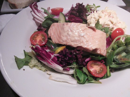 Old Bridge Inn: poached salmon house salad