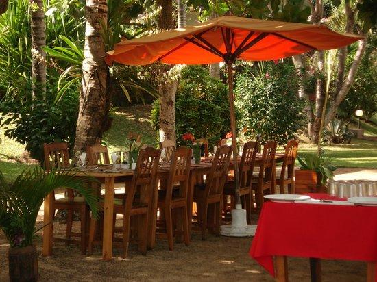 Orangea Village: Il tavolo dove ci coccolavano a mezzogiorno!